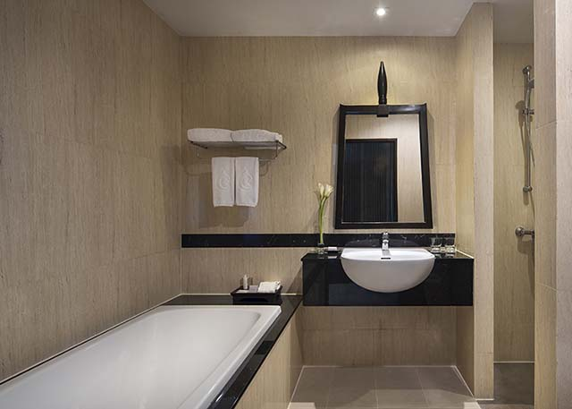 2-krabi-deluxe-room-bathroom-640x457.jpg