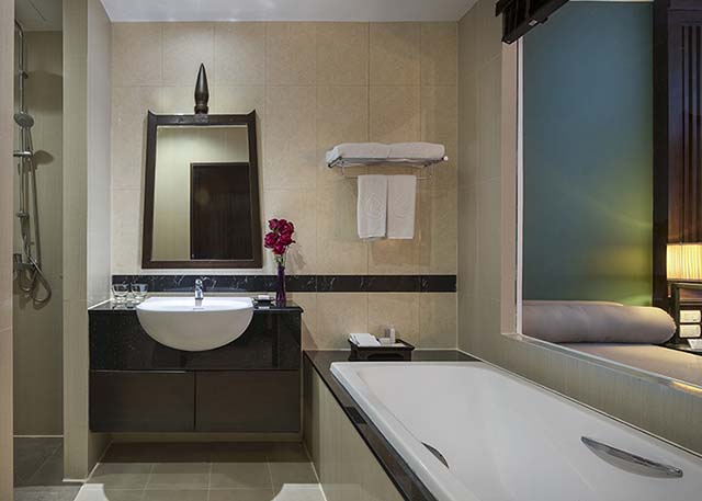 2-krabi-suite-room-bathroom-640x457.jpg